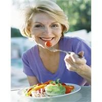 Menopoz Döneminde Beslenmenin Püf Noktaları