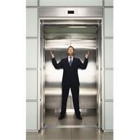 Asansör + Plaza İnsanları + İş Görüşmesi