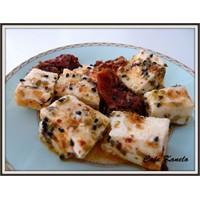 Cafe Kanelo'nun Marine Edilmiş Peyniri