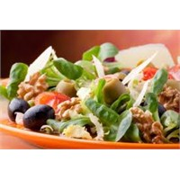 Feslegen Soslu Akdeniz Salatası