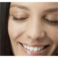 Gözlerdeki Kırışıklıkların 4 Nedeni
