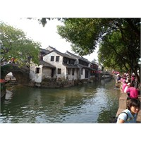 Çin'de Su Kasabası Zhou Zhuang