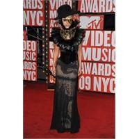 Lady Gaga - Muhteşem Kıyafet Serisi !