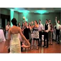 Düğünde Hareketli Şarkı İsteyen Teyzeler