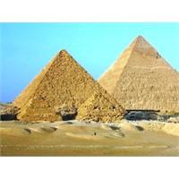 Mısır Piramitleri Betondan Yapılmış