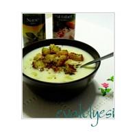 Kıtır Ekmekli Sütlü Patates Çorbası
