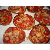 Pratik Lezzetlerden Ekmek Pizza