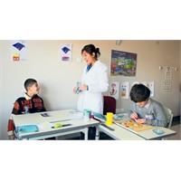 Bu Öğretmenler Okumayı Değil, Anne Demeyi Öğretiyo
