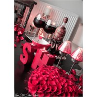Tüm Kırmızılar Aşk İçin