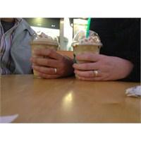 Kim Demiş Starbucks'ta Evlilik Teklif Edilmez Diye