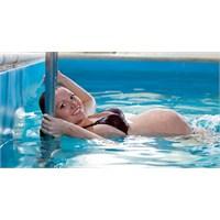 Hamilelikte Mutlaka Yüzmek Gerekli