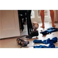 Giysilerinizi Çıkarma Şekline Göre Kişilik Analizi