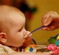 Bebeklerde Katı Besinlere Geçiş