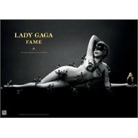 Çıplak Lady Gaga Olay Yarattı