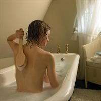 Kuru Ve Olgun Ciltler İçin Bal-süt-tuz Banyosu