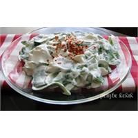 Süzme Yoğurtlu Semizotu Salatası