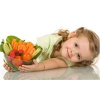 Küçük Çocuklar Ne Tür Besinlere İhtiyaç Duyarlar?