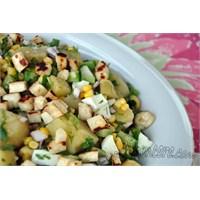 Yumurtalı Hellim Salatası