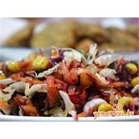 Beyaz Lahana Salatası Nasıl Yapılır?