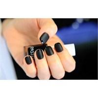 Siyah Oje Modasıyla 2013'e Damga Vurun!