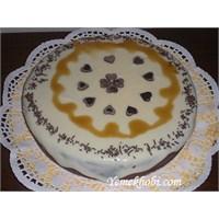 Beyaz Çikolata Soslu Pasta