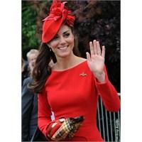 Düşes'in Kırmızı Mcqueen Elbisesi