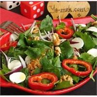 Cevizli Ispanak Salatası (Resimli)