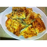 Ispanaklı Peynirli Tepsi Böreği