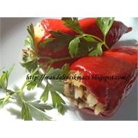 Zeytinyağlı Kırmızı Biber Dolması
