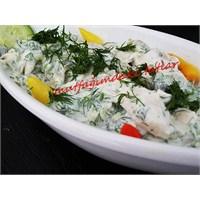 Yoğurtlu Tavuk Salatası (Mutfakvetatlar)