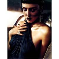 Jessica Alba Bu Ay Vogue İtalya'da