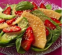 Çilek, Kavun Ve Avokado Salatası