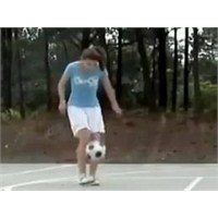 Direkle Dans Eden Bayan Futbolcu