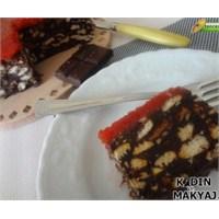 Çilek Soslu Mozaik Pasta