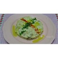 Süzme Yoğurtlu Köz Patlıcan Salatası