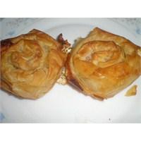 Fazlıkızından Peynirli Gül Böreği