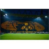 Dortmund Tribün Şovu