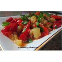 Sarımsaklı Közlenmiş Biber Salatası