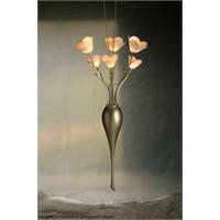 Paslanmaz Büyük Bir Vazoda, Bir Buket Çiçek?