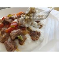 Köz Patlıcan Yatağında Et Yemeği