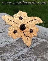 Örgü İle Yaprak Ve Çiçek Desenli Broş