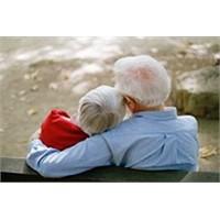 Yaşlılıkta Mutlu Cinselliğin Yolları Neler?