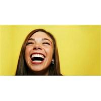 """En Etkili Detoks: """"Gülmenin Faydaları"""""""