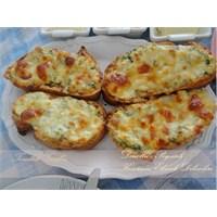 Peynirli- Dereotlu Ekmek Dilimleri