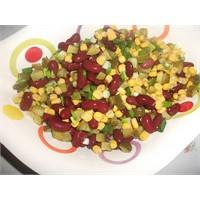 Meksika Fasülyesi Salatasi