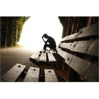 Depresyon Hali Yaşayan Birine Nasıl Davranmalıyız