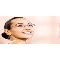 Gözlüklü Kadınlar İçin Makyaj Önerileri