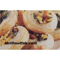 Mısırlı İspanaklı Rulo Börekler