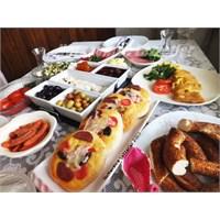 Patatesli , Kaşarlı Omlet Ve Kahvaltı Masamızdan