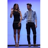 Londra Moda Haftası : ' Rihanna For River İsland'